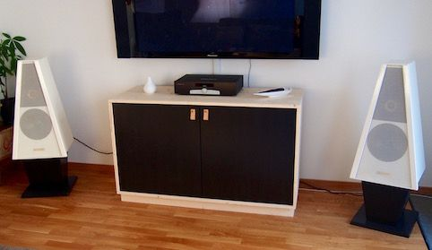 BestaPublished onDecember 24th, 2015  by KivennusI made this Media/HiFi Storage Furniture using an IKEA Bestå and some furniture board.I wanted this furniture to have a natural and basic yet ...